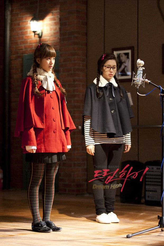 5 tình bạn chị chị em em của phim Hàn: Số 1 cướp vai trơ trẽn, số 2 nam chính nam phụ hôn lén ở hậu trường - Ảnh 10.