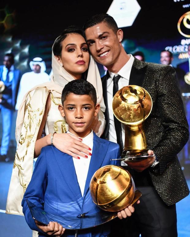 Tuyển tập những khoảnh khắc khiến fan rụng tim của bạn gái Ronaldo: Lần nào cũng đẹp xuất thần nhưng xúc động nhất là hình ảnh cuối - Ảnh 8.