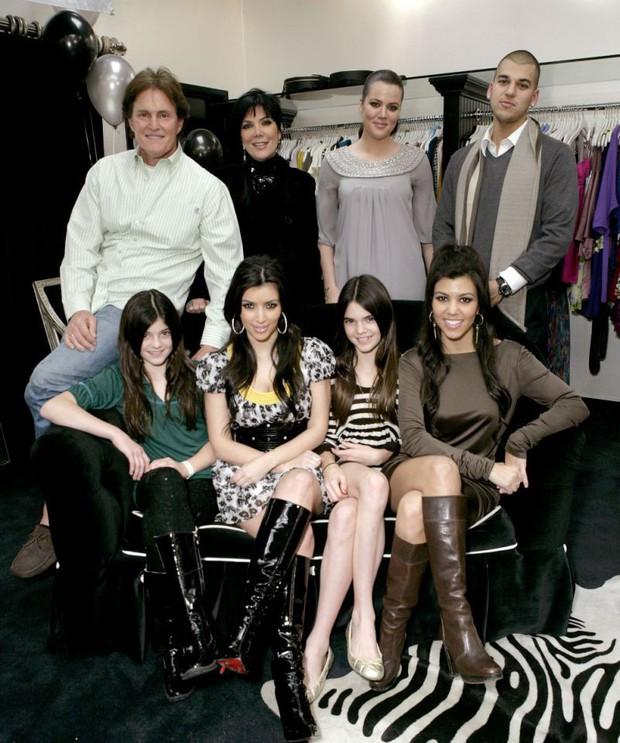 Loạt ảnh tuổi teen hội chị em Kardashian gây bão: Kim xinh bất ngờ, Kylie quá khác nhưng không lột xác bằng nhân vật này - Ảnh 1.