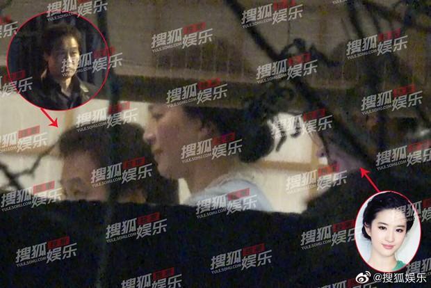 Lưu Diệc Phi lộ ảnh gặp gỡ cha nuôi nhưng nhân vật này mới giành spotlight - Ảnh 2.