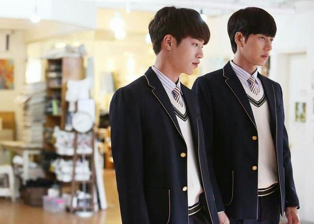 5 tình bạn chị chị em em của phim Hàn: Số 1 cướp vai trơ trẽn, số 2 nam chính nam phụ hôn lén ở hậu trường - Ảnh 13.