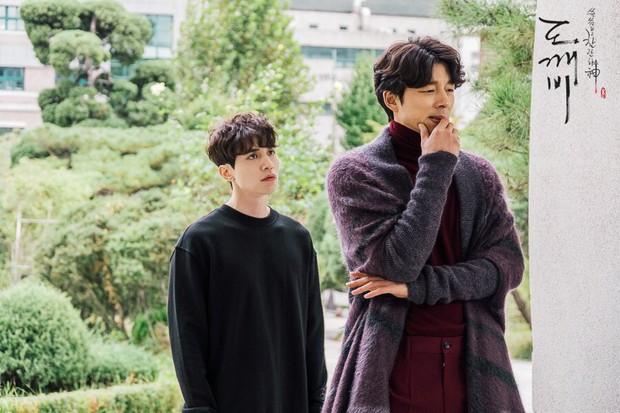 5 tình bạn chị chị em em của phim Hàn: Số 1 cướp vai trơ trẽn, số 2 nam chính nam phụ hôn lén ở hậu trường - Ảnh 5.