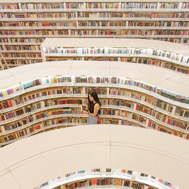Lộ diện thư viện sống ảo đẹp nhất Singapore cực hiếm người biết, nơi bước 1 bước là chụp được 10 kiểu ảnh! - Ảnh 20.
