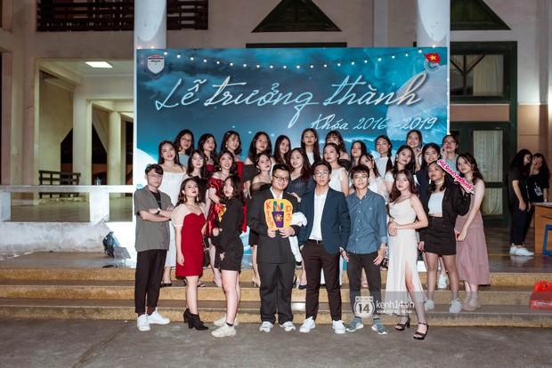 Nữ sinh lớp 12 trường Chu Văn An lột xác quyến rũ bất ngờ, sexy hết nấc trong tiệc trưởng thành đầy sang chảnh - Ảnh 6.