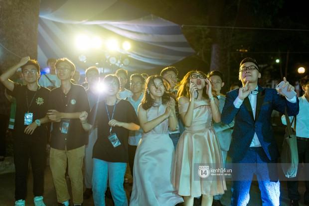 Nữ sinh lớp 12 trường Chu Văn An lột xác quyến rũ bất ngờ, sexy hết nấc trong tiệc trưởng thành đầy sang chảnh - Ảnh 10.