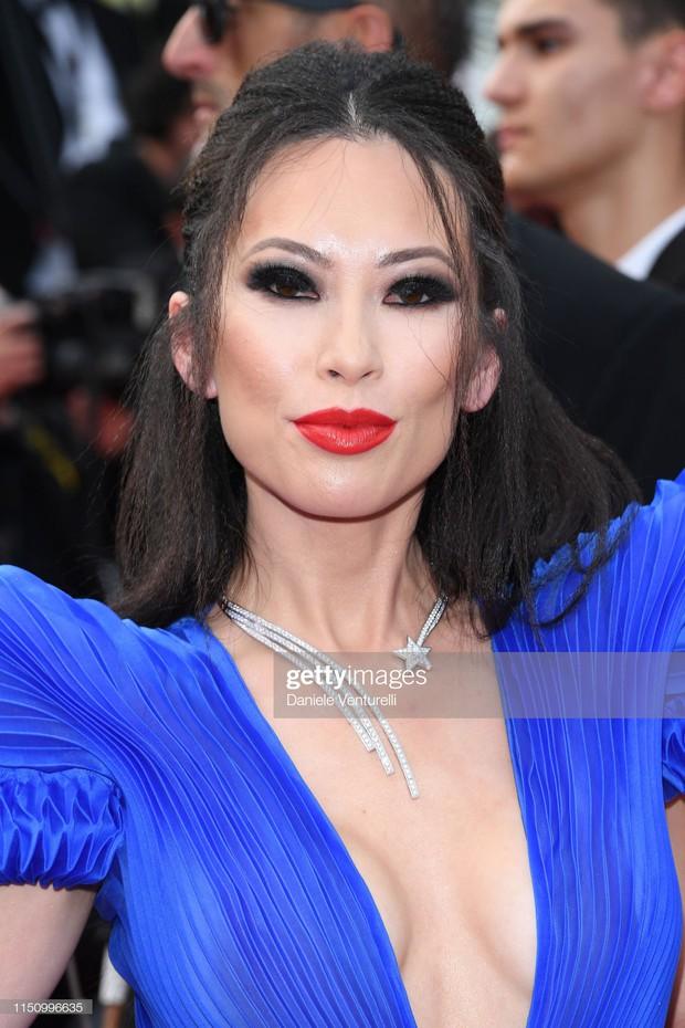 Cannes ngày 8: Mỹ nhân Ý khoe vòng 1 nhức mắt, dàn người mẫu Hollywood tung chiêu hết cỡ tại thảm đỏ - Ảnh 14.