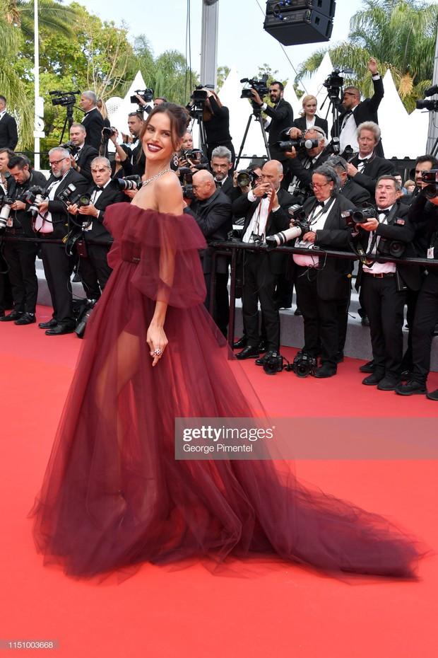 Cannes ngày 8: Mỹ nhân Ý khoe vòng 1 nhức mắt, dàn người mẫu Hollywood tung chiêu hết cỡ tại thảm đỏ - Ảnh 10.
