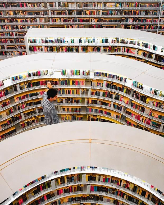 Lộ diện thư viện sống ảo đẹp nhất Singapore cực hiếm người biết, nơi bước 1 bước là chụp được 10 kiểu ảnh! - Ảnh 30.