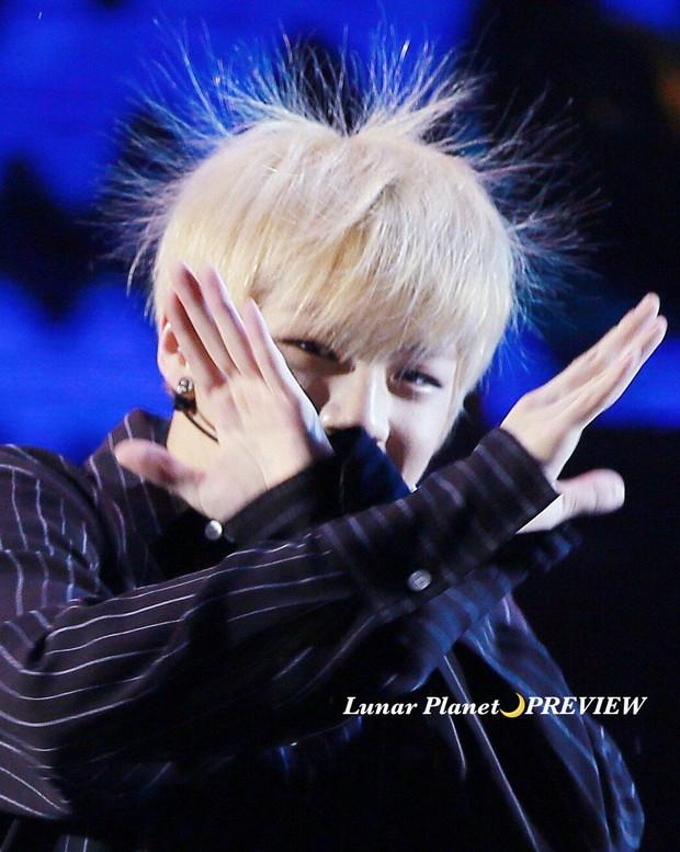 Khi idol Kpop tóc gió thôi bay: Người đẹp lồng lộn, kẻ thành trò cười thiên hạ, riêng em út BLACPINK gây tò mò - Ảnh 24.
