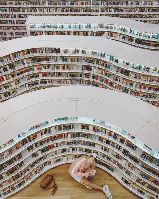 Lộ diện thư viện sống ảo đẹp nhất Singapore cực hiếm người biết, nơi bước 1 bước là chụp được 10 kiểu ảnh! - Ảnh 27.