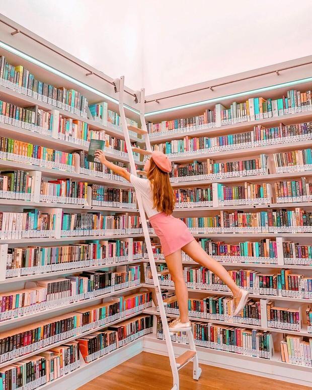 Lộ diện thư viện sống ảo đẹp nhất Singapore cực hiếm người biết, nơi bước 1 bước là chụp được 10 kiểu ảnh! - Ảnh 1.