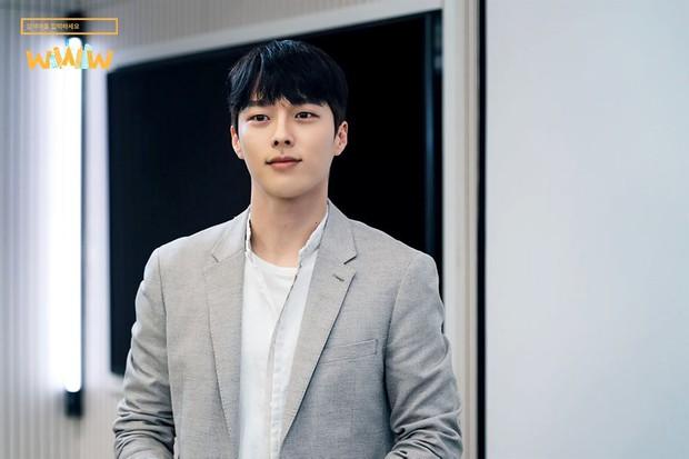 Vừa làm sát thủ, trai đẹp Jang Ki Yong nay lại làm phi công nội tâm diễm tình nhất màn ảnh Hàn! - Ảnh 1.