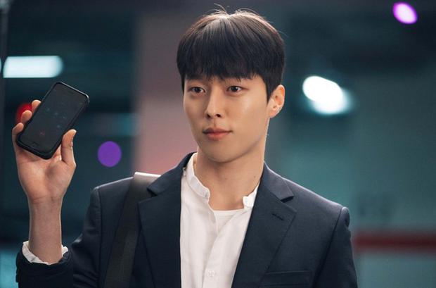 Vừa làm sát thủ, trai đẹp Jang Ki Yong nay lại làm phi công nội tâm diễm tình nhất màn ảnh Hàn! - Ảnh 2.