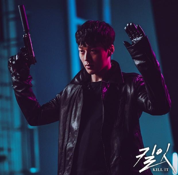 Vừa làm sát thủ, trai đẹp Jang Ki Yong nay lại làm phi công nội tâm diễm tình nhất màn ảnh Hàn! - Ảnh 6.