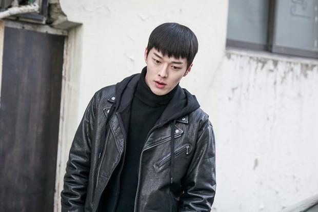 Vừa làm sát thủ, trai đẹp Jang Ki Yong nay lại làm phi công nội tâm diễm tình nhất màn ảnh Hàn! - Ảnh 10.