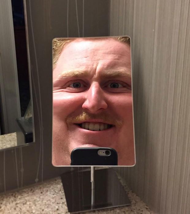"""15 kiểu gương """"kinh dị"""" khắc tinh của hội thích selfie, nhìn xong cụt hết cả hứng - Ảnh 1."""