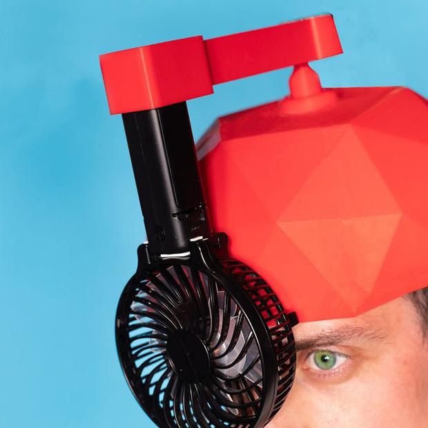 Từ xi-nhan cho người đi bộ đến nón bảo hộ ngón chân, 6 phát minh vô dụng này khiến đời vui hơn nhiều - Ảnh 13.