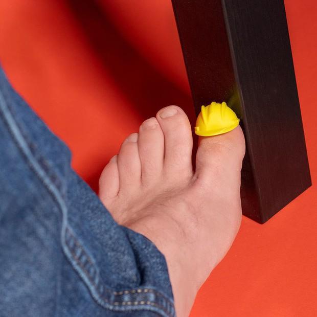 Từ xi-nhan cho người đi bộ đến nón bảo hộ ngón chân, 6 phát minh vô dụng này khiến đời vui hơn nhiều - Ảnh 7.