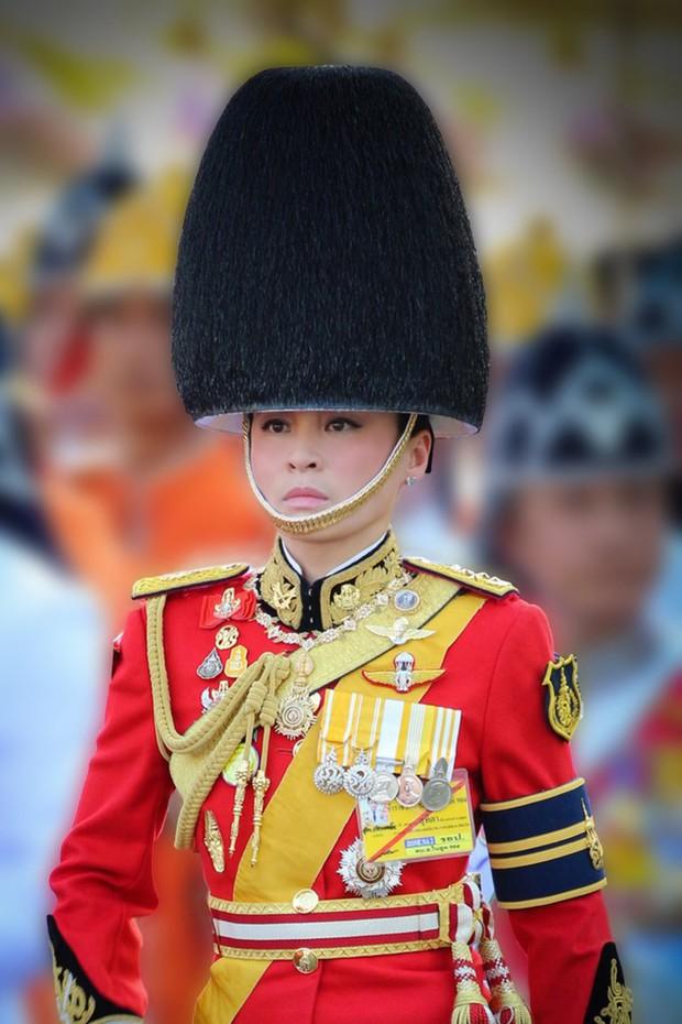 Tân Hoàng hậu Thái Lan tái xuất với một loạt khoảnh khắc hiếm có và nhận được ân sủng mới, ngày sinh nhật trở thành ngày lễ của quốc gia - Ảnh 5.