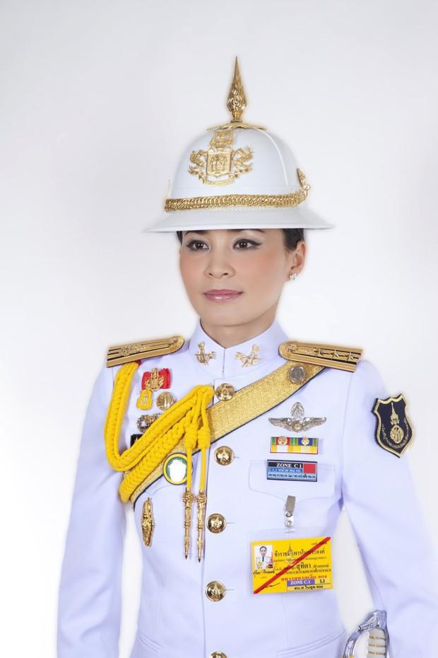 Tân Hoàng hậu Thái Lan tái xuất với một loạt khoảnh khắc hiếm có và nhận được ân sủng mới, ngày sinh nhật trở thành ngày lễ của quốc gia - Ảnh 6.