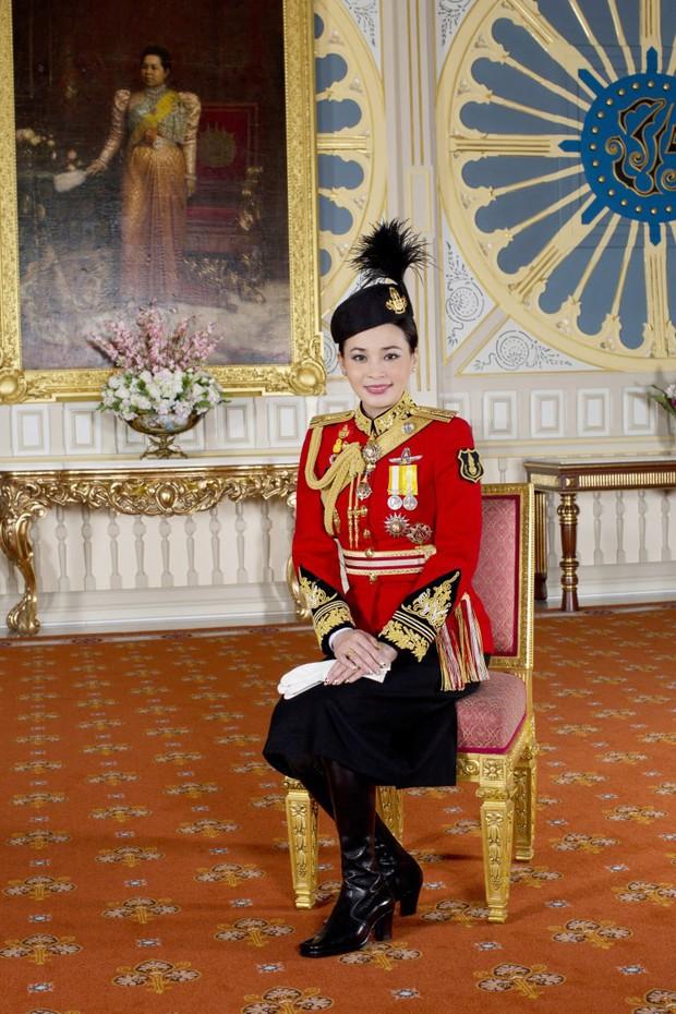 Tân Hoàng hậu Thái Lan tái xuất với một loạt khoảnh khắc hiếm có và nhận được ân sủng mới, ngày sinh nhật trở thành ngày lễ của quốc gia - Ảnh 7.