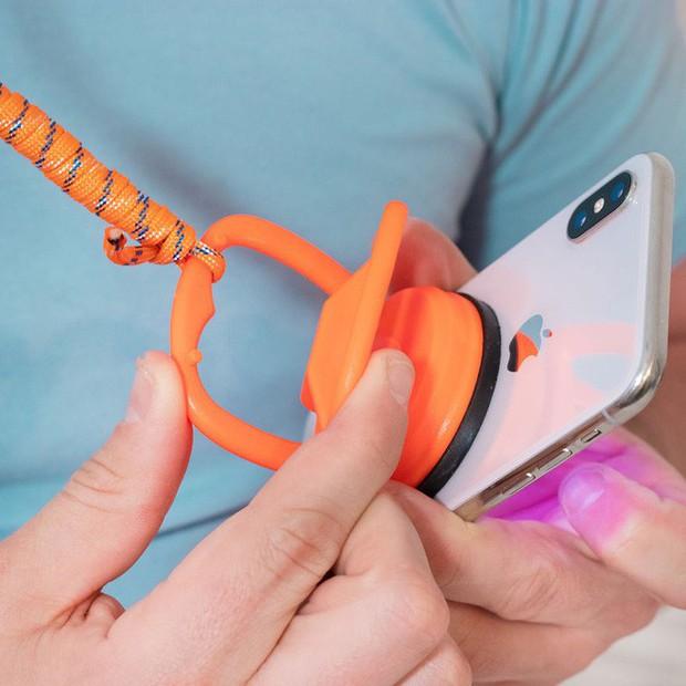 Từ xi-nhan cho người đi bộ đến nón bảo hộ ngón chân, 6 phát minh vô dụng này khiến đời vui hơn nhiều - Ảnh 10.