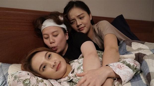 Phát hiện lạ lùng Về Nhà Đi Con: Ba chị em nhà Huệ - Thư - Dương đều khác họ? - Ảnh 1.