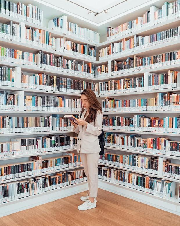 Lộ diện thư viện sống ảo đẹp nhất Singapore cực hiếm người biết, nơi bước 1 bước là chụp được 10 kiểu ảnh! - Ảnh 23.