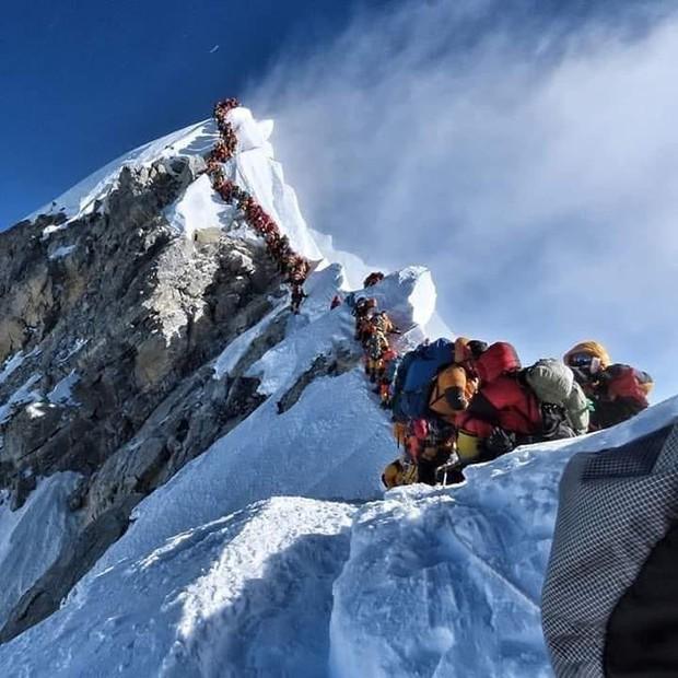 2 nữ du khách thiệt mạng trong lúc chinh phục đỉnh Everest. Biết nguyên nhân xong bạn sẽ rút ra bài học cho mình trong quá trình trekking - Ảnh 1.