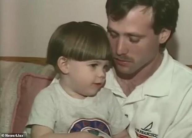 Phát hiện hộp sọ của mẹ trong lớp bê tông dưới hồ bơi, con trai làm chứng cáo buộc bố giết người sau 26 năm - Ảnh 4.