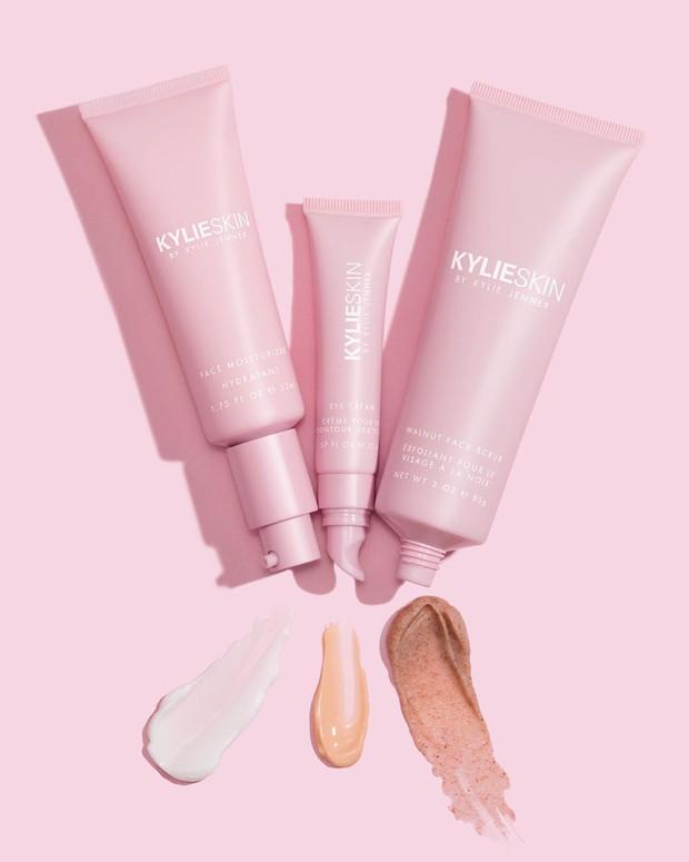 Review đầu tiên về đồ skincare của Kylie Jenner: được khen nhiều bất ngờ nhưng đáng chú ý nhất là sản phẩm scrub bị tố có thể gây hỏng da - Ảnh 2.