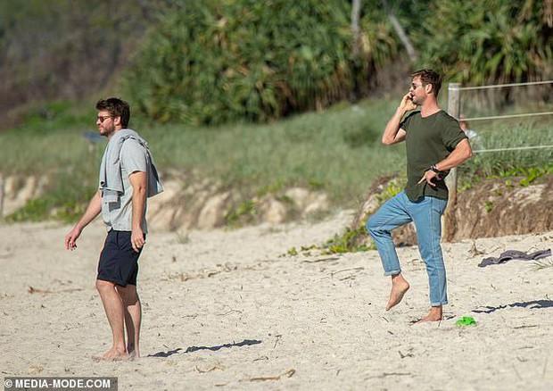 Anh em nhà Thor đẹp trai ngời ngời cùng khung hình và hàng Úc của Chris Hemsworth lại chiếm hết spotlight - Ảnh 4.