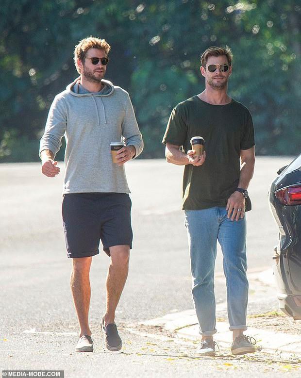 Anh em nhà Thor đẹp trai ngời ngời cùng khung hình và hàng Úc của Chris Hemsworth lại chiếm hết spotlight - Ảnh 3.