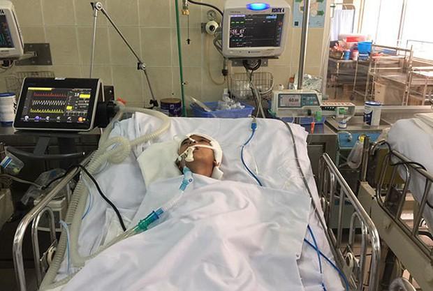 Áo đấu tuyển Việt Nam được CĐV HAGL đấu giá 12 triệu đồng để ủng hộ cậu bé gặp tai nạn - Ảnh 1.