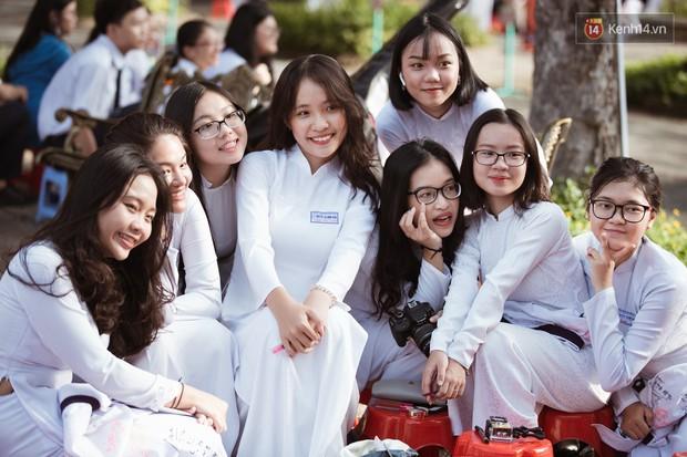 Bế giảng trường THPT hơn 100 tuổi, lâu đời bậc nhất Việt Nam: Cả một trời trai xinh gái đẹp - Ảnh 3.