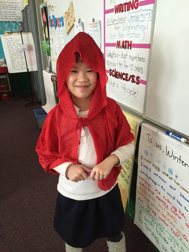 Được dạy thành công dân tốt, cô bé lớp 2 khóc nức nở khi lỡ vượt đèn vàng - Ảnh 1.