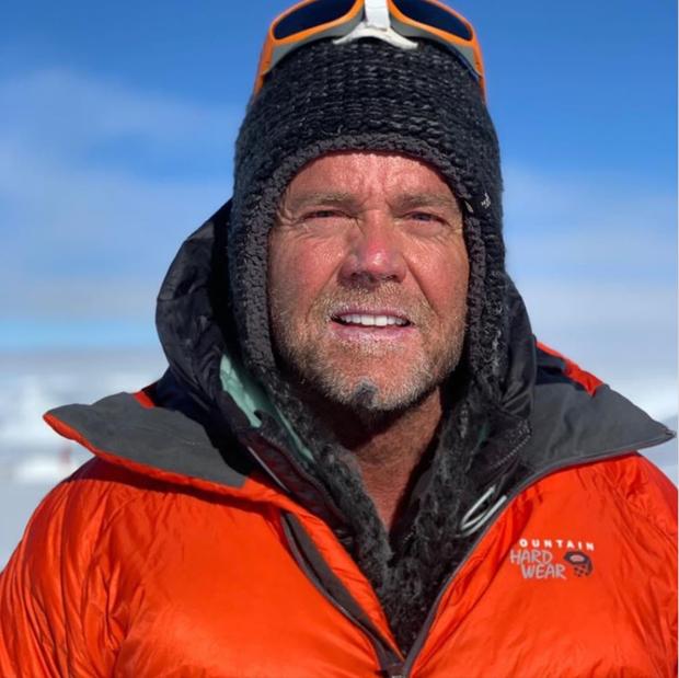 Hai nhà leo núi chết thảm vì ách tắc giao thông trên đỉnh Everest - Ảnh 2.