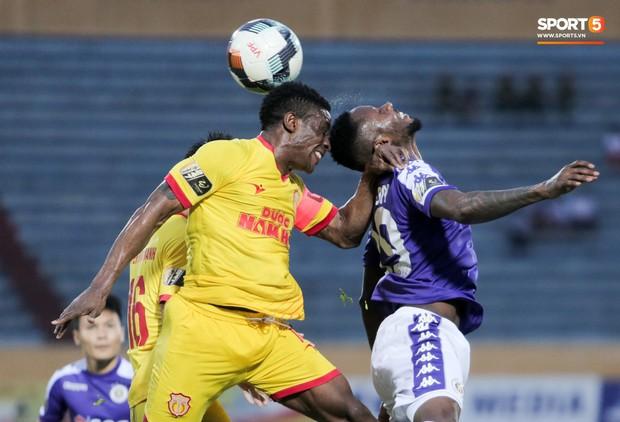 HLV Hà Nội FC hết lòng bảo vệ Bùi Tiến Dũng sau trận thua muối mặt trước Nam Định - Ảnh 2.