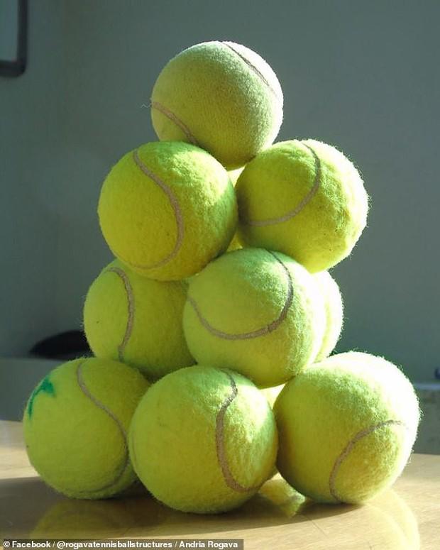 Không cần keo hay hồ dán, nhà vật lý vẫn dựng được cả tòa tháp bóng tennis bằng một thứ chúng ta vẫn tiếp xúc mỗi ngày - Ảnh 3.