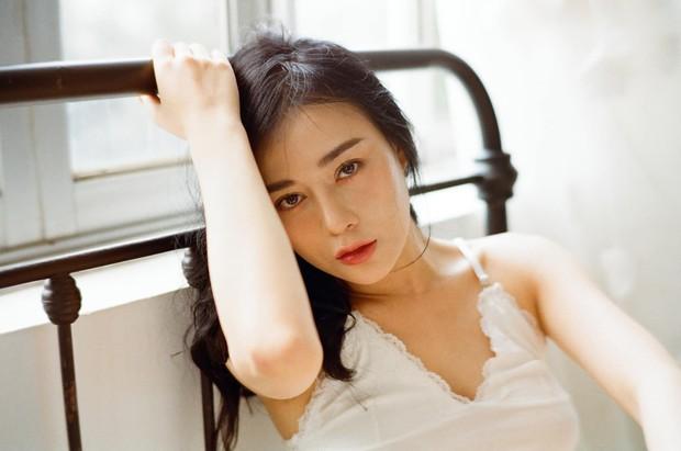 Đăng ảnh gia đình 20 năm trước và bây giờ, Phương Oanh ngầm chứng minh sở hữu nhiều nét xinh đẹp từ bé - Ảnh 2.