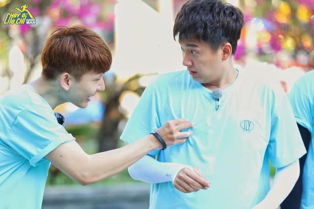Running Man - Không lên sóng: Ngô Kiến Huy bị vợ chồng Khởi My - Kelvin Khánh thi nhau ngắt nụ - Ảnh 1.