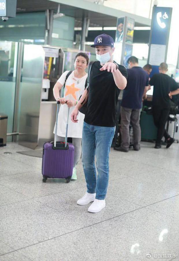 Xuất hiện sau scandal ly hôn Lâm Tâm Như, Hoắc Kiến Hoa tỏ thái độ khó chịu với ống kính máy quay  - Ảnh 3.