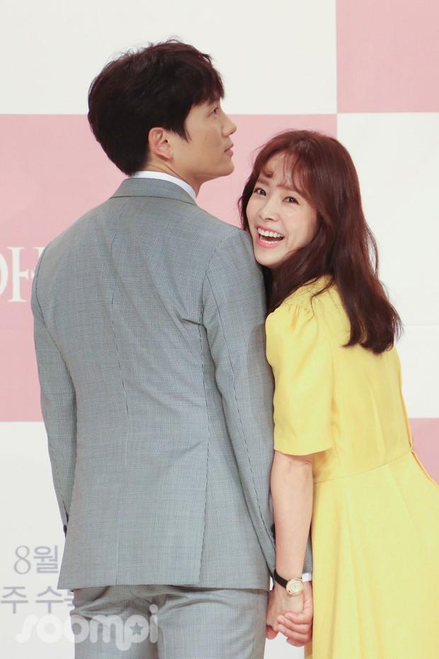 Ji Sung bạo mồm nói anh nhớ em với Han Ji Min, bà xã Lee Bo Young ở nhà liệu có ghen nổ mắt? - Ảnh 4.