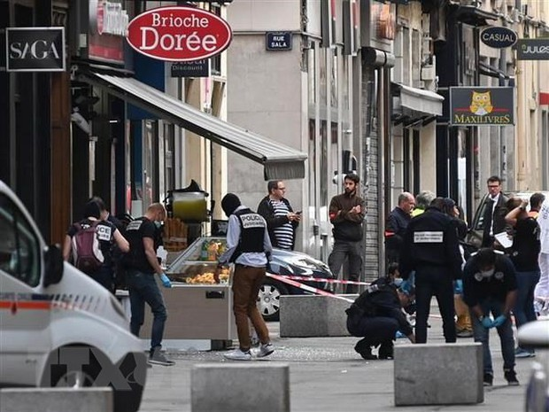 Cảnh sát Pháp truy tìm nghi phạm vụ nổ bom ở Lyon - Ảnh 1.