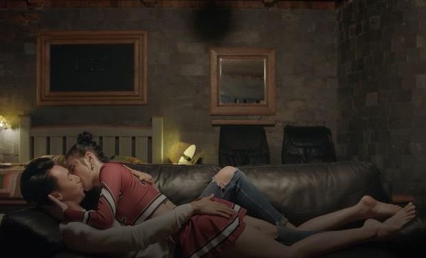 3 nụ hôn gây tranh cãi trên phim Việt: Màn đưa môi của Vũ sở khanh trong Về Nhà Đi Con chưa phải là sốc nhất! - Ảnh 6.