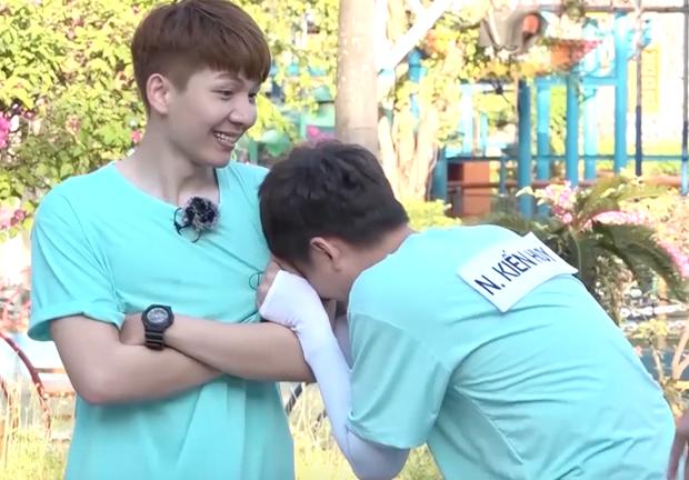 Running Man - Không lên sóng: Ngô Kiến Huy bị vợ chồng Khởi My - Kelvin Khánh thi nhau ngắt nụ - Ảnh 5.
