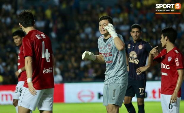Buriram United 1-0 Muangthong United: Lọt lưới bởi bàn thua đáng tiếc, Văn Lâm bất lực nhìn chiến thắng thuộc về CLB của Xuân Trường - Ảnh 1.
