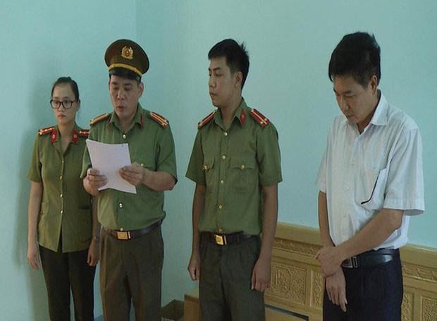 8 thí sinh được Phó Giám đốc sở GD-ĐT Sơn La nâng điểm là con những ai? - Ảnh 1.
