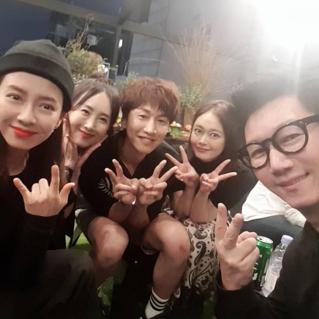 Cả dàn Running Man gây sốt khi đến ủng hộ sự kiện của HaHa, Song Ji Hyo đặc biệt được chú ý vì body quá nóng bỏng - Ảnh 2.