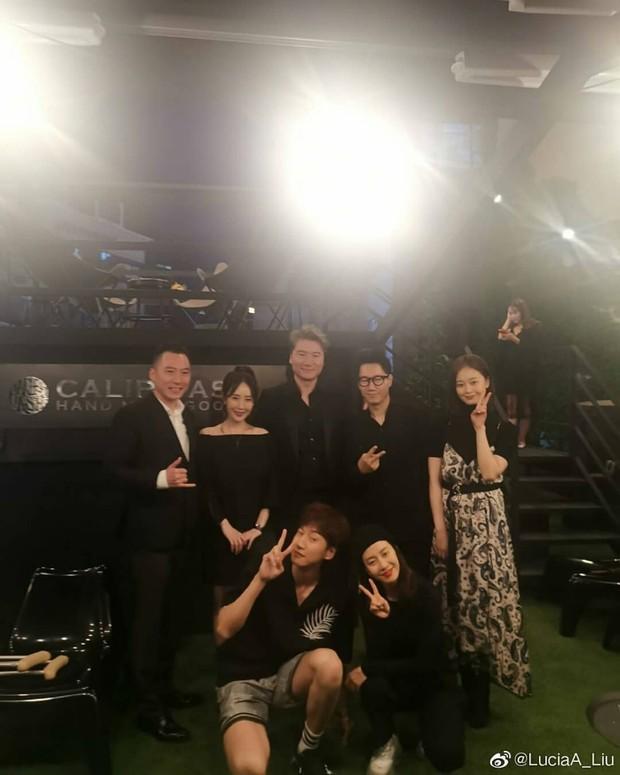 Cả dàn Running Man gây sốt khi đến ủng hộ sự kiện của HaHa, Song Ji Hyo đặc biệt được chú ý vì body quá nóng bỏng - Ảnh 3.